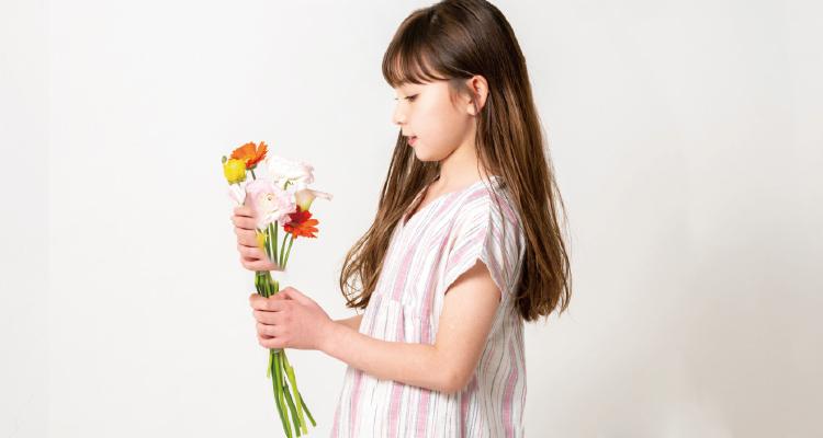 素材と着心地を大切にし、時代の流れに合わせたリアルクローズ。ちょっと背のびをしたい女の子のための、大人っぽい着こなしができる上品でシックなスタイリングをご提案します。